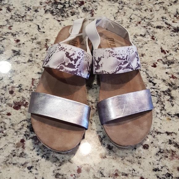 0658cd448 Munro Shoes | Pisces Sandal | Poshmark